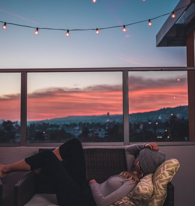 Sådan laver du en hyggelig aften for dig selv